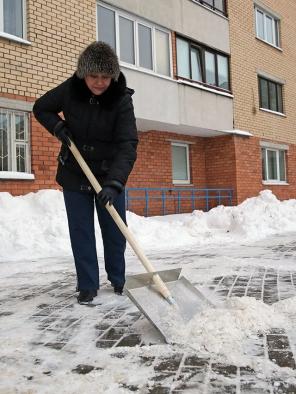 Уборка от снега дворовой территории 14 января 2016